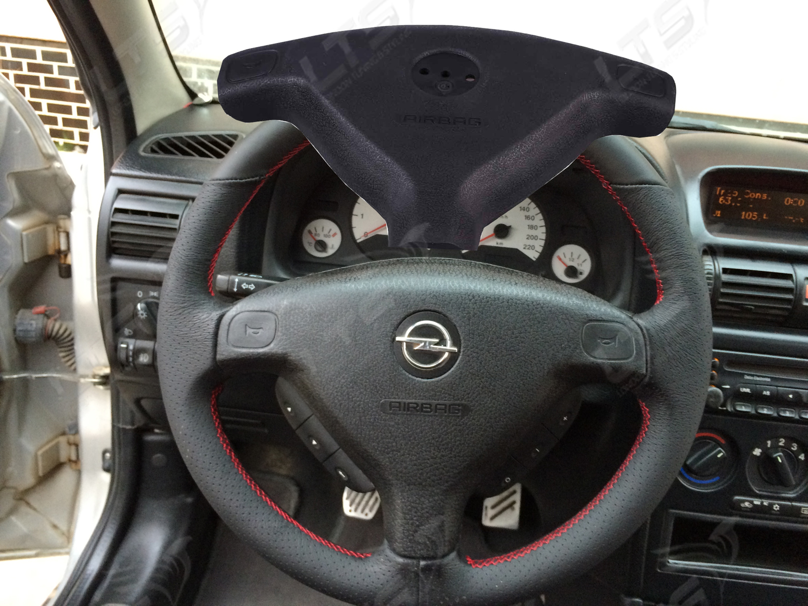 vauxhall opel astra g zafira a steering wheel airbag cover. Black Bedroom Furniture Sets. Home Design Ideas